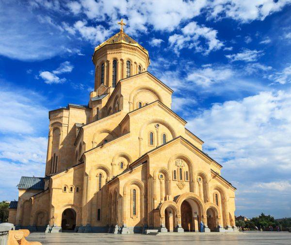 holy_trinity_cathedral_tbilisi_georgia-2560x1354