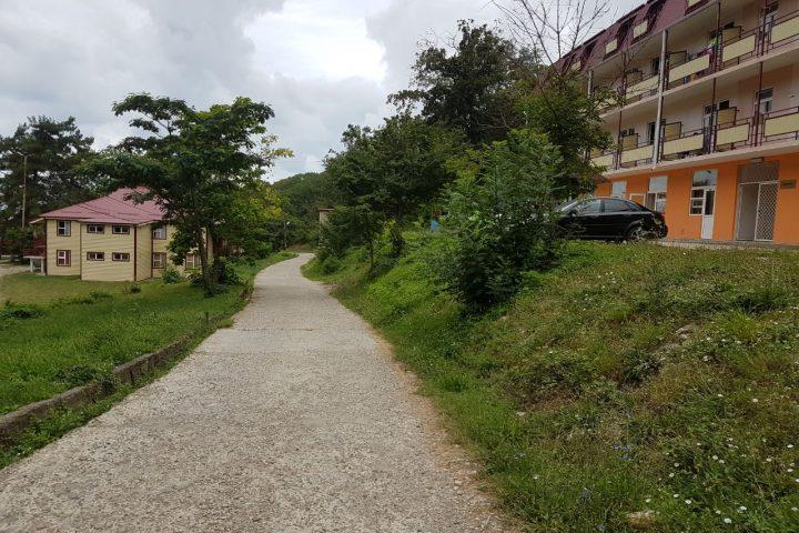 дорога от корпуса Эльбрус к пляжу