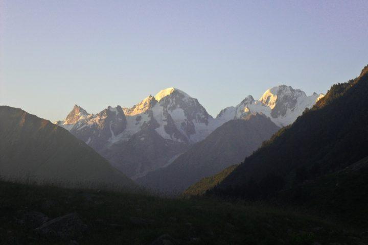 Рассвет - вид на горы Адыл-су