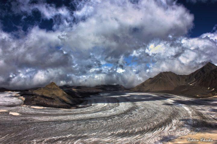 ледник Джикиаугенкёз и пик Калицкого