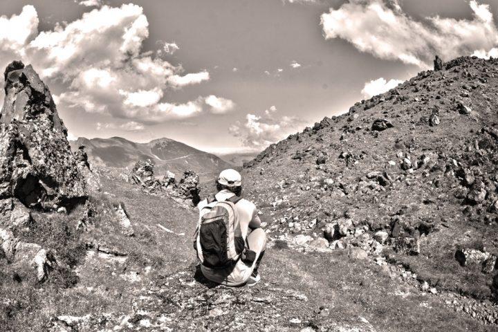 Дорога назад через холмы