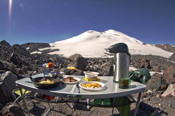 Завтрак на Эльбрусе