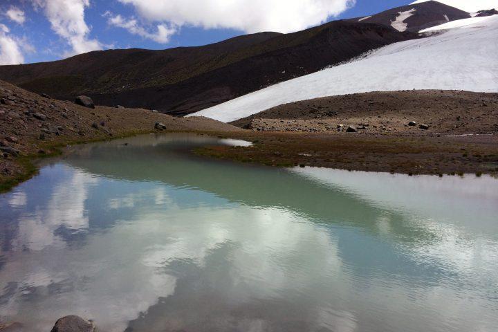 Озеро под ледником Карачаул 2