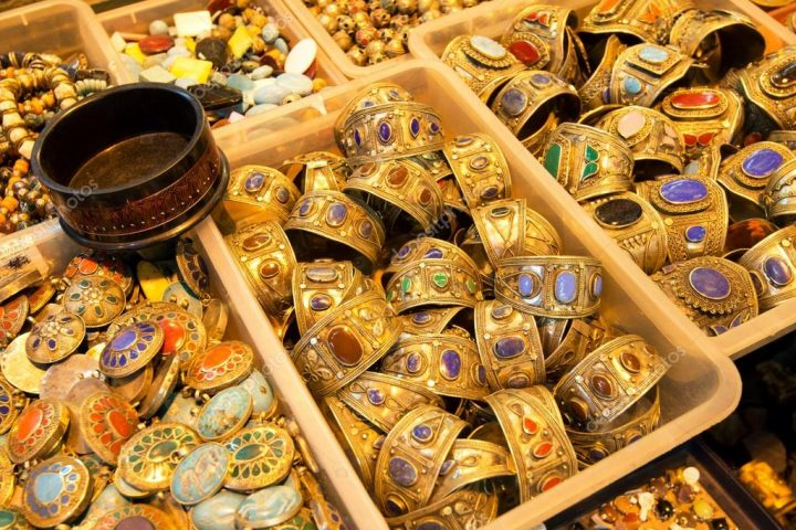 depositphotos_27387257-stock-photo-oriental-jewelry-sold-in-the